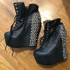 Jeffrey Campbell's wmn size 9 black w/ spikes